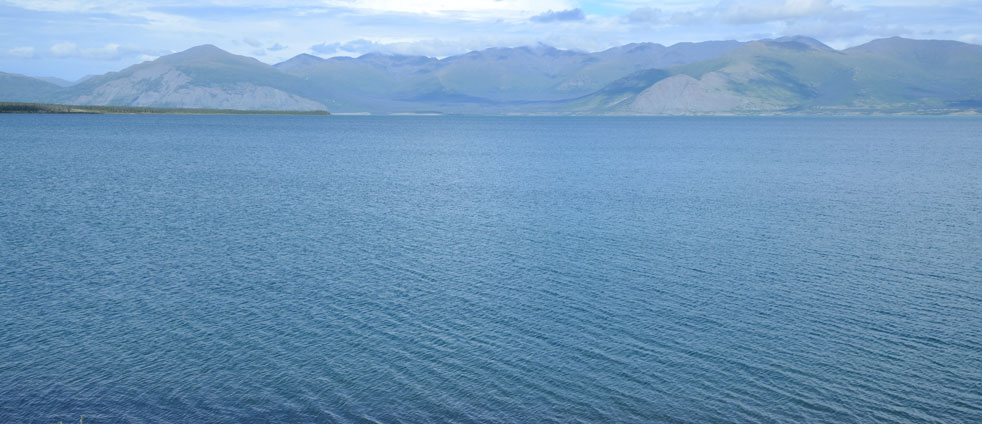 blue-colour-kluane-lake